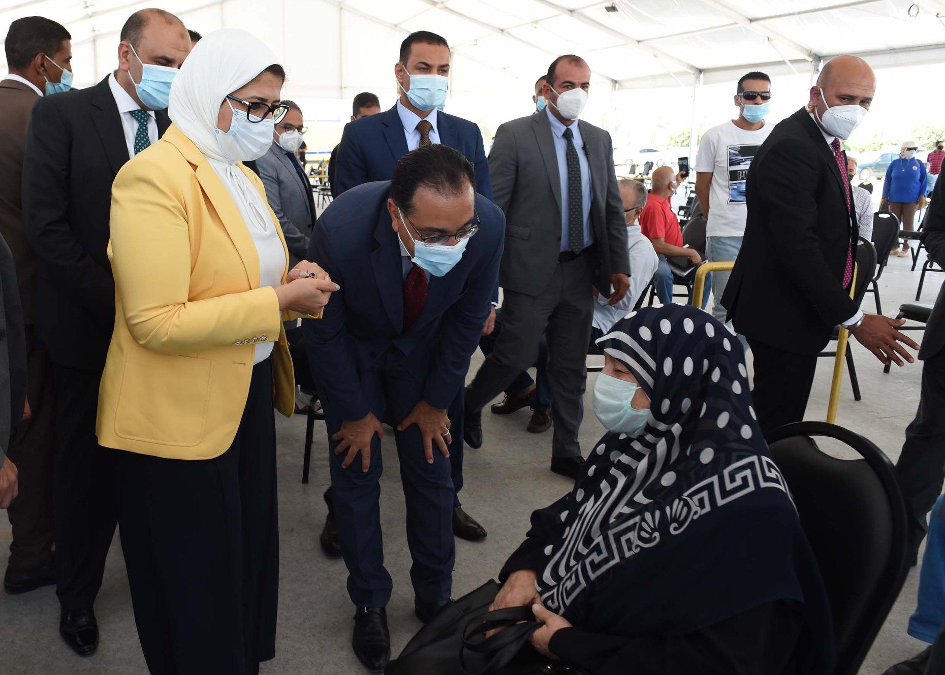 رئيس الوزراء يتفقد مركز لقاحات كورونا الرئيسي بأرض المعارض بمدينة نصر