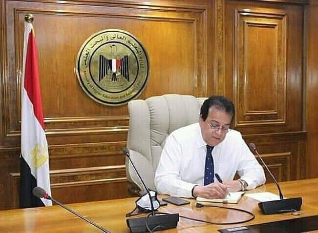 وزير التعليم العالي يتلقى تقريرًا عن الاجتماع الأول للجنة العلوم الطبيعية والتكنولوجيا باللجنة الوطنية المصرية لليونسكو