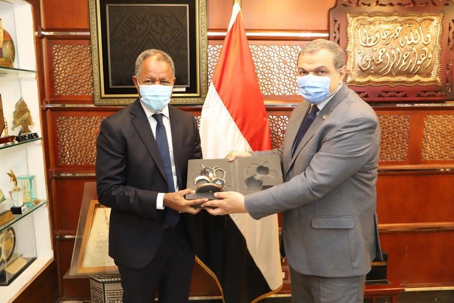 وزير القوي العاملة يكرم مدير مكتب القاهرة لبرنامج الأغذية العالمي ويهنئه بمنصبه الجديد