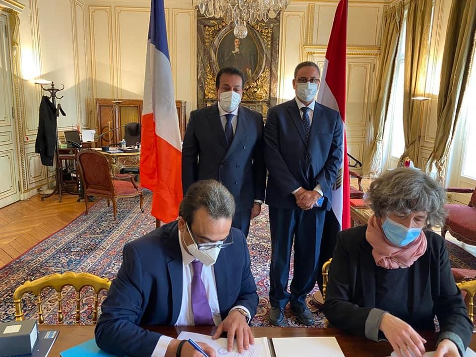 وزير التعليم العالي يشهد مراسم توقيع اتفاقية تعاون بين المجلس الأعلى للمستشفيات الجامعية والإدارة العامة لمستشفيات باريس