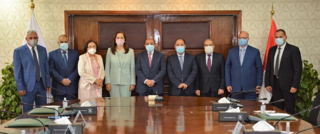وزراء التنمية المحلية والتخطيط والمالية والإنتاج الحربى يشهدون توقيع عقود المنظومة الجديدة للمخلفات لخدمة 18 حى بمحافظة القاهرة