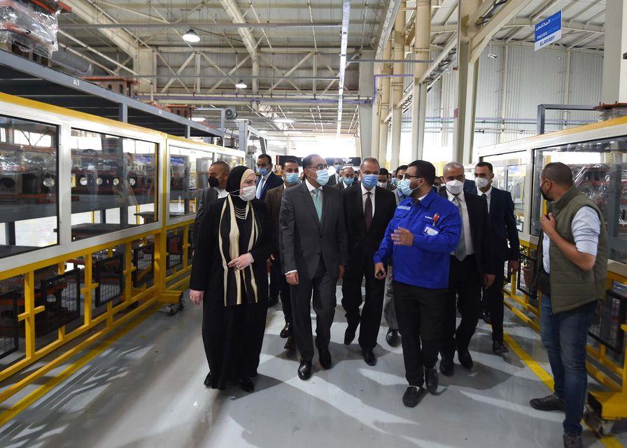 """رئيس الوزراء ووزيرة الصناعة ومحافظ القليوبية يفتتحون المُجمّع الصناعي لمجموعة """"العربي"""" لإنتاج أجهزة الطهي"""