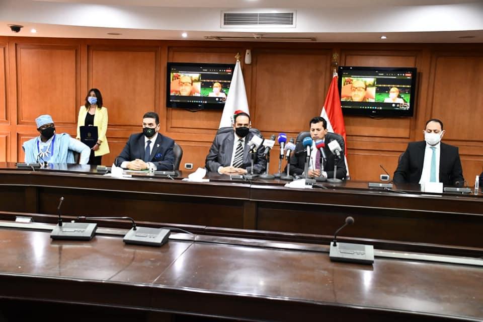 """وزير الرياضة يشهد توقيع الوزارة بروتوكول تعاون مع اتحادية الكونفدراليات الرياضية الإفريقية """"الأوكسا"""""""