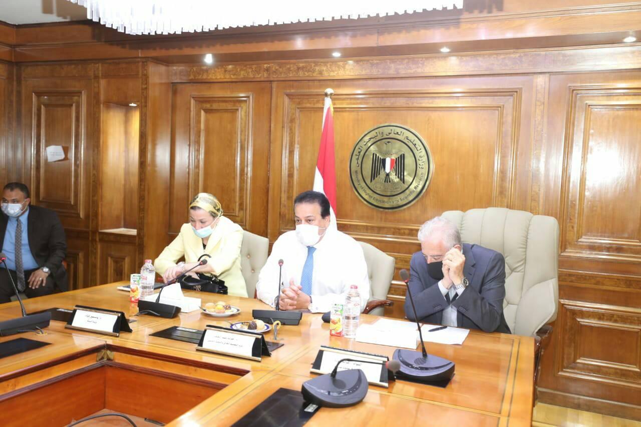 اجتماع لوزيري التعليم العالي والبيئة ومحافظ جنوب سيناء لمناقشة مقترح الهوية البصرية لمدينة شرم الشيخ