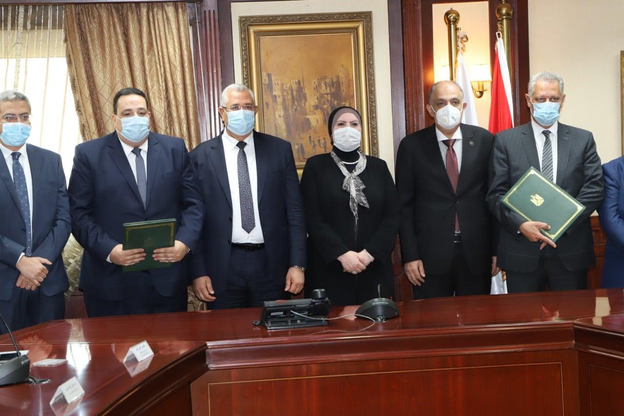 وزيرا الزراعة والصناعة يشهدان توقيع بروتوكول تعاون مشترك لدعم المشروعات الصغيرة ومتناهية الصغر في الريف