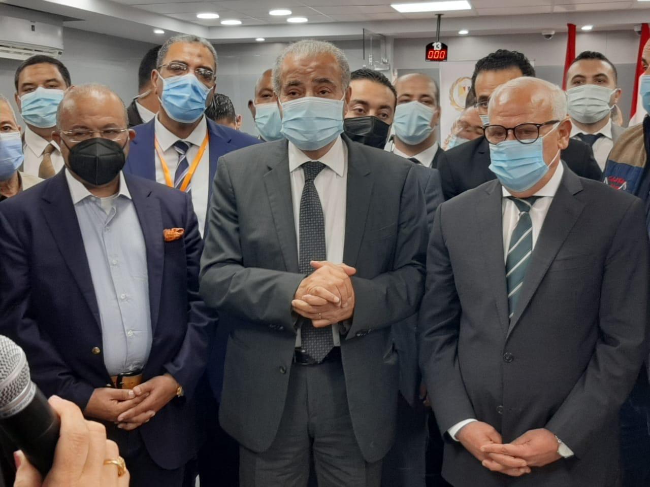 وزير التموين يفتتح أول مكتب نموذجي على مستوى الجمهورية  يقدم جميع خدمات الوزارة ببورسعيد