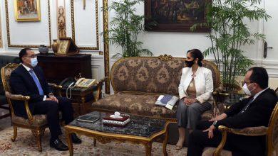 "Photo of رئيس الوزراء يلتقى رئيس ""اللجنة الوطنية التنسيقية لمكافحة ومنع الهجرة غير الشرعية والاتجار بالبشر"""