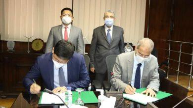 Photo of وزير الكهرباء والطاقة المتجددة يشهد مع الرئيس الإقليمى لشركة هواوى بشمال أفريقيا