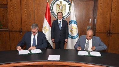 Photo of وزير البترول يبحث تطوير التعاون مع شلمبرجير العالمية