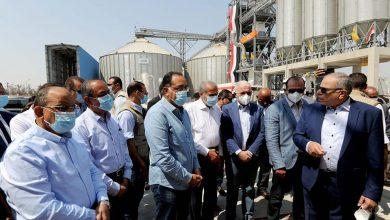 Photo of رئيس الوزراء يستهل زيارته للإسماعيلية بتفقد صوامع القمح بمركز أبو صوير