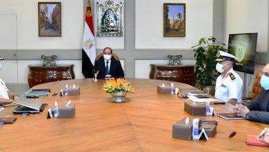 Photo of الرئيس يطلع على عرض لأحدث التقنيات الهندسية والإنشائية لبناء الموانئ البحرية وتطويرها على مستوى الجمهورية