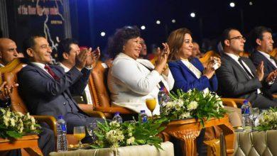 Photo of وزيرة الثقافة ومحافظ دمياط مع 5000 مشاهد فى صيف بلدنا برأس البر