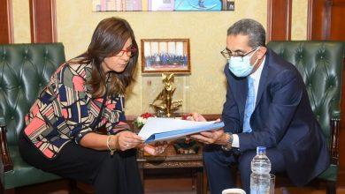 "Photo of وزيرة الهجرة ومحافظ الغربية يبحثان التعاون لمواصلة تنفيذ مبادرة ""مراكب النجاة"""