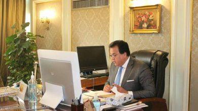 """Photo of وزير التعليم العالي يتلقى تقريرًا حول ندوة """"تحديات البيئة المائية المصرية"""" بمعهد تيودور بلهارس"""