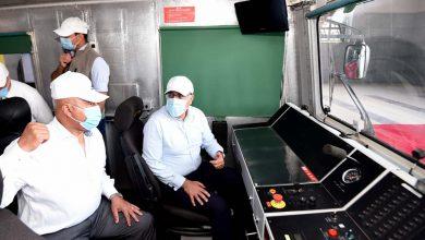 Photo of رئيس الوزراء يتفقد أعمال تنفيذ مشروع القطار الكهربائي الخفيف ويستقل قطار اختبارات أعمال السكة بين محطتي هليوبوليس الجديدة وبدر