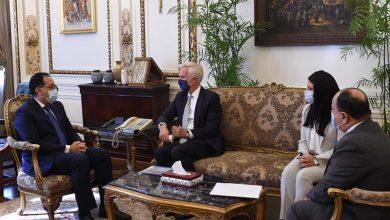 """Photo of رئيس الوزراء يلتقي نائب رئيس """"سيتي بنك جروب"""" للخدمات المصرفية للشركات والاستثمار"""