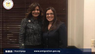 "Photo of وزيرة الهجرة تهنئ أول قاضية مصرية بالولايات المتحدة لفوزها بجائزة ""ماكلين"""